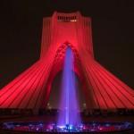Der Azadi-Tower in Teheran bei Nacht