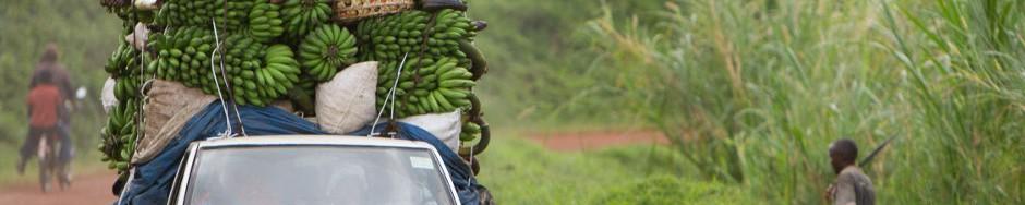 Überladener Transporter in Uganda