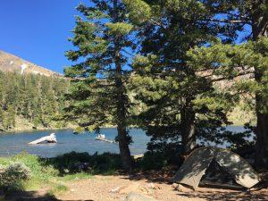 Ein Zelt am See